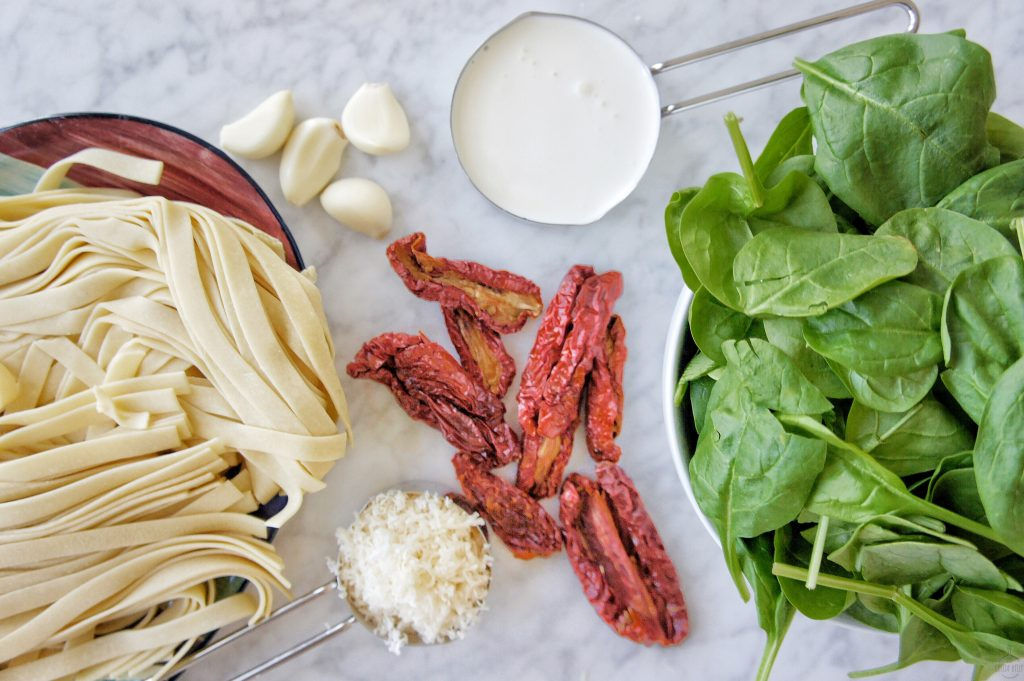 Creamy Sun Dried Tomato Spinach Pasta ingredients